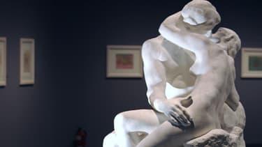 """""""Le Baiser"""" de Rodin exposé lors d'une exposition sur les corps nus, à Madrid en 2008."""