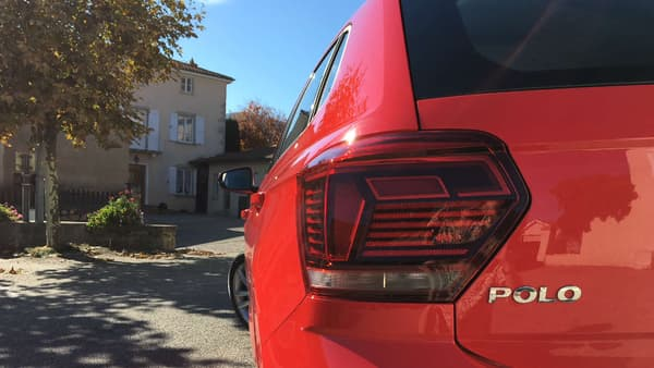 La Polo dispose de feux arrière à LED...