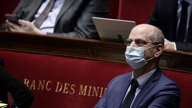 Le ministre français de l'Education nationale, de la Jeunesse et des Sports Jean-Michel Blanquer sur les bancs de l'Assemblée nationale à Paris le 1er avril 2021