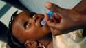 Dans un hôpital de Port-au-Prince. Selon les Nations unies, près de 200.000 Haïtiens risquent de contracter le choléra, qui a déjà fait 800 morts et commence à se propager parmi les dix millions d'habitants du pays. /Photo prise le 12 novembre 2010/REUTER
