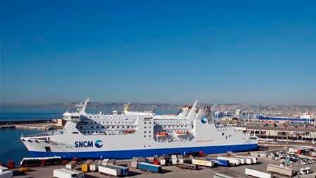 Ferry de la SNCM dans le port de Marseille. Les compagnies maritimes SNCM et CMN ont annulé leurs quatre rotations prévues entre le continent, la Corse ou la Sardaigne en raison d'une grève des marins CGT. La SNCM prévoit des perturbations sur ses travers