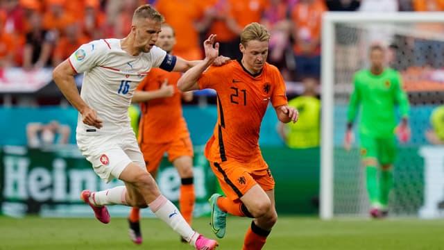 Soucek et De Jong au duel lors de Pays-Bas - République tchèque