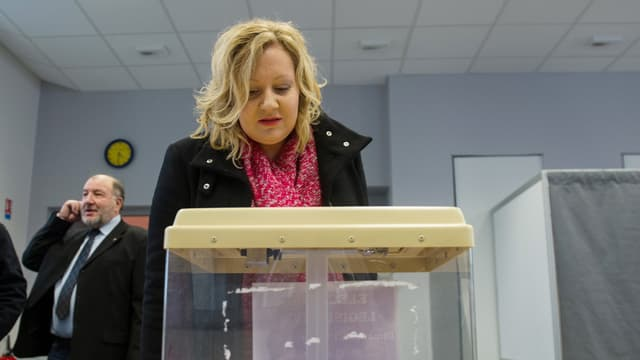 La candidate FN Sophie Montel à son arrivée au bureau de vote, le 1er février 2015.