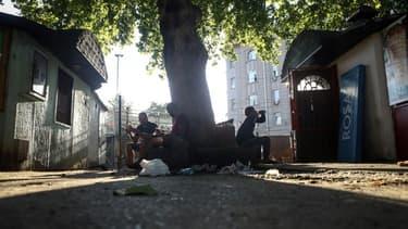Des jeunes migrants, mineurs non accompagnés, à Belgrade, le 19 août 2020 (photo d'illustration)