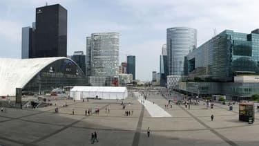 La France, ici le quartier de la Défense, retrouve de plus en plus grâce aux yeux des investisseurs étrangers.