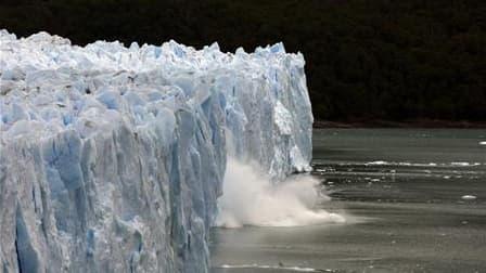 """La superficie des glaces flottantes est en """"constante diminution"""", ce qui se traduira par une instabilité croissante qui entraînera une élévation du niveau des mers, à en croire un rapport rendu public mercredi par la revue scientifique Geophysical Resear"""