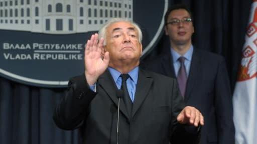 DSK conseille de nombreux établissements étrangers, notamment en Serbie.