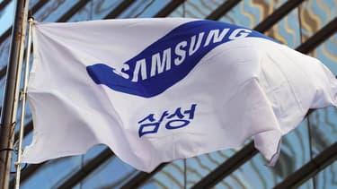 """Les associations portant plainte contre Samsung pointent aussi l'utilisation de benzène et de méthanol dans ses usines chinoises, qui """"aurait causé des maladies incurables chez plusieurs employés""""."""