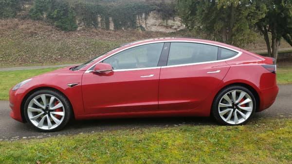 Avec 4,7 mètres de long, la Model 3 est près de 30 cm plus courte que la Model S.