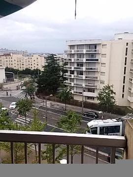 Un tramway T2 a déraillé à Lyon - Témoins BFMTV