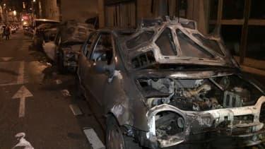 L'incendie d'une camionnette s'est propagé à une dizaine de véhicules dans le 17e.