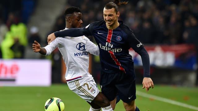 Zlatan Ibrahimovic, ici à la lutte avec le Lyonnais Maxwell Cornet