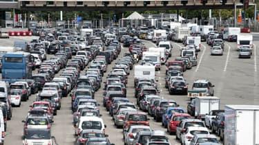 Les embouteillages à un péage sur l'A7 en juillet 2015