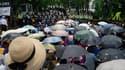 Fidèles de l'Eglise baptiste évangélique de Corée devant un cordon policier, ce mercredi à Anseong, en Corée du Sud.