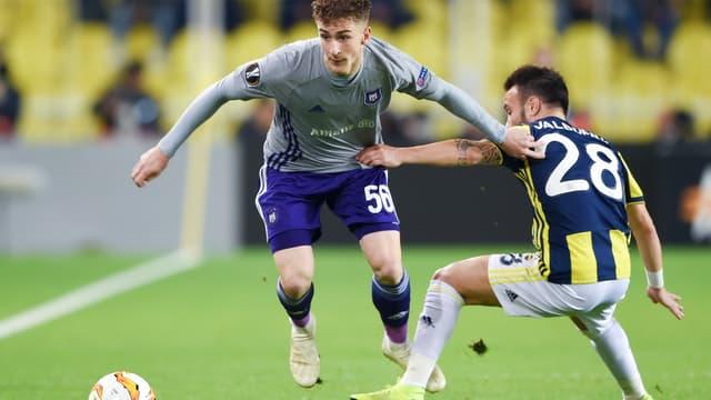 Aligné en Ligue Europa avec Anderlecht, Alexis Saelemaekers aurait attiré l'oeil de l'OL.