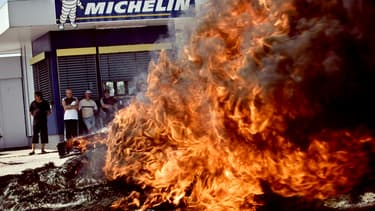18 juin 2009 : manifestation de salariés de Michelin sur le site de Montceau-les-Mines, en Saône-et-Loire, contre un plan social du groupe prévoyant à l'époque 477 suppressions de postes