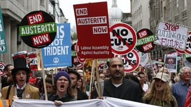 Des milliers de manifestants britanniques ont protesté contre l'austérité à Londres ce 20 juin.