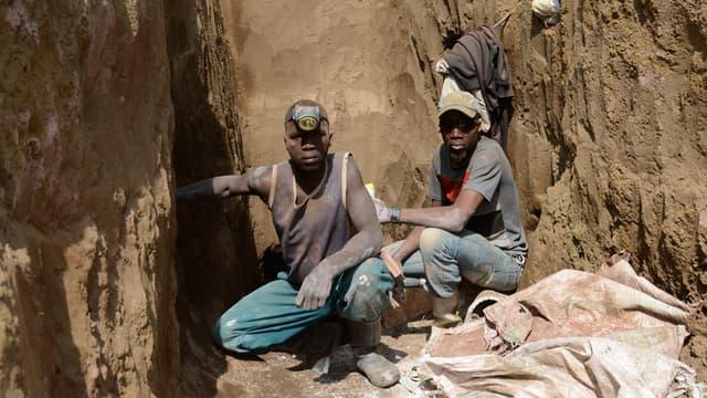 Mine de coltan, minerai utilisé dans les smartphones, au Congo.
