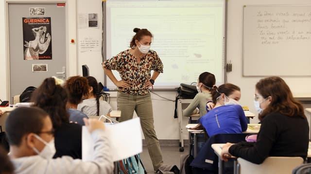 Une classe de collège à Boulogne-Billancourt (Hauts-de-Seine) le 22 juin 2020.