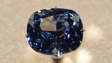 """Le """"Blue Moon"""" est le plus gros diamant bleu de forme coussin jamais proposé aux enchères. Il a été découvert dans la mine de Cullinan en Afrique-du-Sud."""