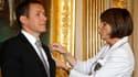 En juin 2008, Dany Boon reçoit l'orde des arts et des lettres des mains de Christine Albanel, alors ministre de la Culture.