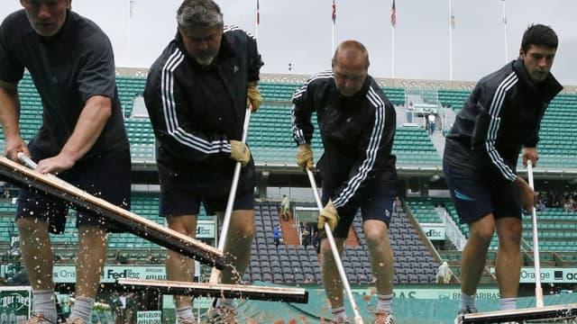 Roland-Garros – Les courts débâchés