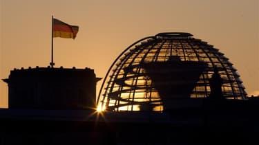 Le Bundestag, le Parlement allemand, à Berlin. Une courte majorité de Français considèrent que l'Allemagne pourrait constituer un modèle économique et social pour la France (50% oui, 42% non), selon un sondage Harris Interactive pour le site Jolpress. /Ph