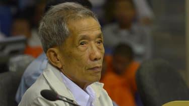 L'ancien khmer rouge Kaing Guek Eav, alias Duch, qui commandait la prison de Tuol Sleng, a été condamné vendredi en appel à la prison à perpétuité par le tribunal spécial soutenu par les Nations unies, au Cambodge. /Photo prise le 3 février 2012/REUTERS/N