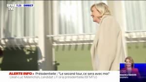 Marine Le Pen arrive à Alençon, elle rend visite à des policiers