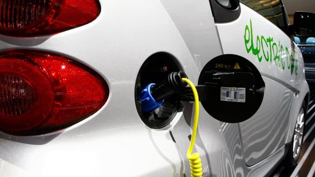 La prime de 5000 euros pour l'achat d'un véhicule électrique est maintenue cette année.