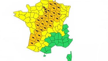 30 départements, allant du Sud-Ouest au Nord-Est, ont été placés en alerte orange en raison de risques d'orages violents à partir de vendredi soir, a annoncé Météo-France.