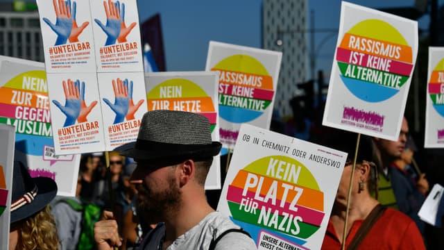 """""""Pas de place pour les Nazis"""", """"Le racisme n'est pas une alternative""""; plusieurs milliers de manifestants ont défilé à Berlin ce samedi 13 octobre 2018."""