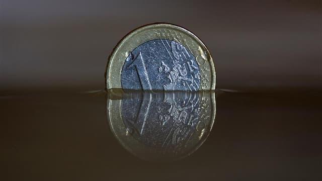 Selon l'Insee, la France devrait échapper à la récession en 2012 mais la maigre croissance de 0,2% attendue ne sera due qu'à l'acquis accumulé à la fin de l'an passé, ce qui augure mal des perspectives pour 2013. /Photo d'archives/REUTERS/Michaela Rehle