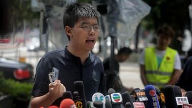 Joshua Wong face à la presse, le 2 juillet 2019, devant le siège du gouvernement de Honk Kong.