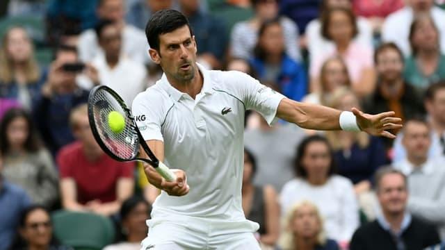 Le Serbe Novak Djokovic, lors de son match du 1er tour contre le Britannique Jack Draper, le 28 juin 2021 au tournoi de Wimbledon à Londres