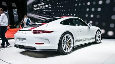 La 911R est l'une des stars de cette édition 2016 du Salon de Genève. Epurée, rapide et légère, elle constitue le rêve de tout puriste.