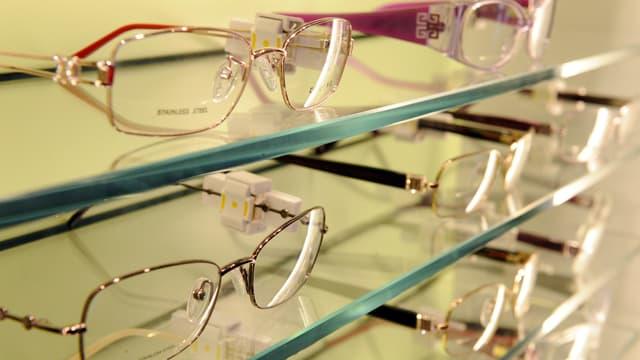 Le gouvernement veut plafonner les remboursements des mutuelles pour faire pression sur les opticiens.