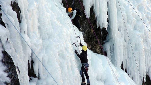 Des glaciéristes au cirque de Troumouse, dans les Pyrénées.