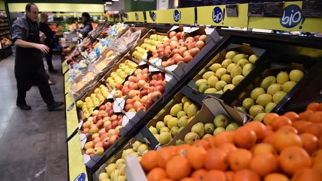 """Les prix des fruits et légumes bio sont """"entre 30 à 50% plus élevés"""" en moyenne que ceux des produits non bio selon les saisons"""