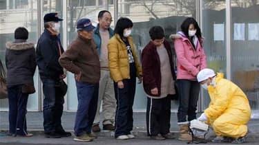 Contrôle du niveau de la radioactivité à Nihonmatsu, dans le nord du Japon. Deux nouvelles explosions sont survenues mardi à la centrale atomique de Fukushima-Daiichi sur la côte nord-est du Japon, provoquant dans la région, et cela jusqu'à Tokyo, une hau
