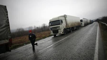 Les pays de l'Union européenne qui imposent une taxe kilométrique aux poids lourds, comme le fera la France à partir de 2013, pourront désormais y inclure les coûts de la pollution sonore et atmosphérique. Les pays de l'Union européenne peuvent actuelleme