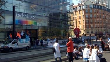 Colère des salariés, manifestant ici devant le siège de Technicolor à Issy-les-Moulineaux