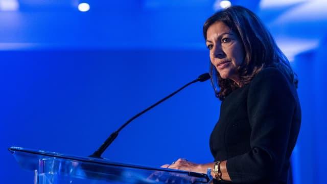 La maire socialiste de Paris, Anne Hidalgo, a appelé samedi François Fillon à renoncer à son rassemblement de dimanche au Trocadéro