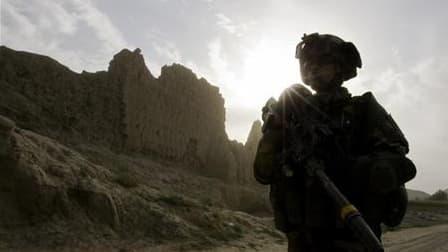 Un militaire français a été tué en Afghanistan lors d'une opération dans la vallée d'Uzbeen. Il s'agit du 50e militaire français tué en Afghanistan depuis 2001 et le début de l'intervention militaire. /Photo d'archives/REUTERS/Shamil Zhumatov