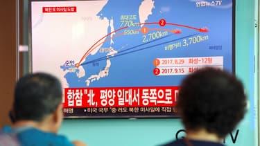 Un programme télévisé expliquant le nouveau tir de missile de Pyongyang, le 15 septembre, à Séoul, en Corée du Sud.