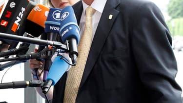 Selon des responsables au sein de l'Union européenne, le Premier ministre du Luxembourg Jean-Claude Juncker devrait rester à la tête de l'Eurogroupe, tandis que l'actuel président du Fonds européen de stabilité financière (FESF) Klaus Regling va prendre l