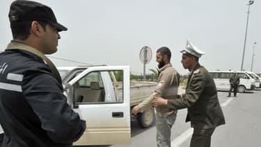 A Kairouan, la police et l'armée contrôlent les véhicules dont les occupants portent la barbe, avant le rassemblement d'Ansar Ashariaa, interdit par le gouvernement.
