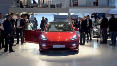 Les livraisons de la Tesla Model 3 débuteront en février 2019 en Europe.