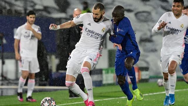 Karim Benzema au duel avec N'Golo Kanté