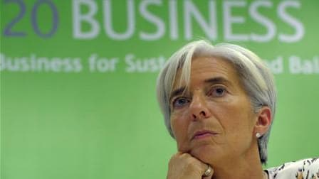 Devenue la première femme ministre de l'Economie et des Finances d'un pays du G7 en 2007, Christine Lagarde a été confirmée à Bercy dimanche pour conduire les complexes négociations de la présidence française du G20. /Photo prise le 11 novembre 2010/REUTE